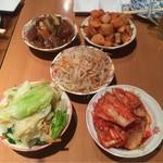 54915516 - 韓国料理定番の無料(?)のおかず5種(5人前)                       ・ナムルのような野菜炒め                       ・もやしと人参のナムル                       ・白菜キムチ                       ・カクテキ                       ・大根を甘辛く煮たもの