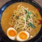めん王  - 情熱の味噌ラーメン味玉のせ820円
