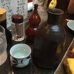 茅場町 長寿庵 - 2016年8月。菊正宗のぬる燗(大)1200円。