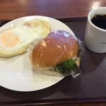 54921959 - ベーコン目玉焼き、パーカーサンドツナサラダ、ホットコーヒー