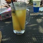 カステルモーラ - オレンジジュースがビールにみえるwww