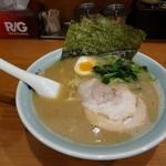 横浜らーめん 六壱家 - デフォルトラーメン650円(税込み)