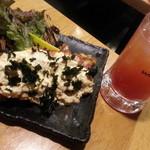 54929537 - 海苔たまチキン南蛮580円とトマト酢サワー430円。