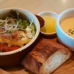 54935576 - パスタランチのサラダ&パン、スープ