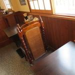 麺屋 航 - 内観2 テーブル席