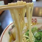 麺屋 航 - 低加水中太ストレート麺は、パツン・モチモチ食感で旨い