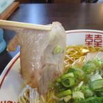 麺屋 航 - 京風ラーメンにありがちな薄切りタープのチャーシューはなかなか旨い