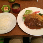 54936003 - ビフカツ¥1,100                       ライス¥200                       スープと豆腐付き
