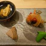 54940346 - ①先付け:海鞘・鮪生姜煮・公魚の南蛮・茹で豆・鰹出汁スープ