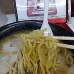 くるまやラーメン - 麺は中太縮れ麺