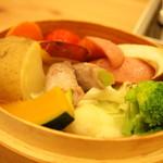 リバーティングカフェ ダブリュ - 野菜と豚の蒸篭蒸し