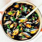 Petit Debút - ムール貝とアサリ白ワイン蒸し