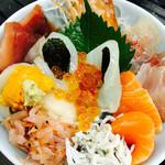 拳流駿河そば - 地魚やウニなどの豪華食材を載せた駿河詰め合わせ丼!値段以上の価値あり