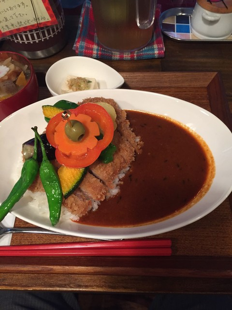 タケウチ 神保町本店 - イベリコ豚のカツカレー。950円 野菜がたっぷりとのっていて美味しそう。