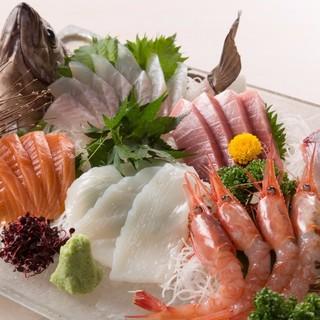 """""""その場で""""味わえる富山湾の多種多様な新鮮魚介たち!"""