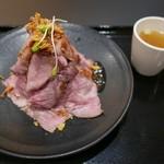 モォォ~ハンバーグ&お肉 - ローストビーフ丼(950円)