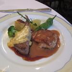シャンソニエ - 鶏モモ肉と子羊のソテー(ソースの説明は無し!)
