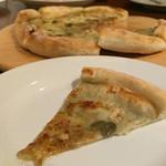 クインチ チェントラーレ - クインチ チェントラーレ(愛知県名古屋市中区丸の内)3種チーズのピッツァ~ナッツとイタリア産アカシアハチミツ添え~