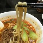 54955568 - このスープにしっかり馴染む自家製麺                         もっちり喉越しが良い