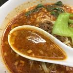 54955570 - 自家製辣油に自家製胡麻ダレが作るスープは旨い