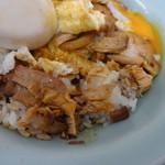 重松飯店 - 目玉焼きの下には焼豚