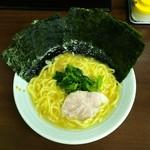 岡村屋 - ラーメン680円麺硬め。海苔増し100円。