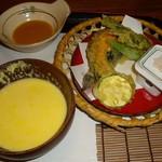 武井旅館 - 更に自家製トウモロコシの無添加スープ。揚げたて天婦羅。これはちょっと残して、あとから出てくる蕎麦と食べれば天婦羅そばに♡