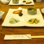 武井旅館 - 朝ごはん。これに蕎麦がゆやらお味噌汁、白米、、、まだまだ沢山続きます!