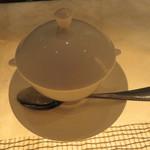 フレンチごはん 西麻布 GINA - 蛤のフランとフカヒレ、蟹肉のコンソメ・スープ1