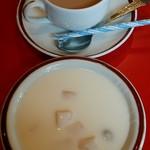 ターラ - デザートのヨーグルト、ホットチャイ
