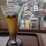 ミハラシ・カフェ - 何気にアサヒビールの看板とツーショット