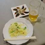 霞舫飯店 - 晩酌セット980円生ビール・ピータン・じゃが芋千切り炒め