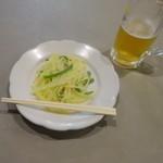 霞舫飯店 - 晩酌セット980円の生ビール・じゃが芋千切り炒め