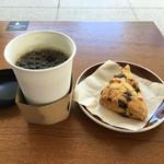 ドリップアンドベイクアリアケ - 本日のドリップコーヒーとチョコレートスコーン 480円