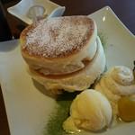 カフェ&ダイニング フルール - 白ごまクリームパンケーキ