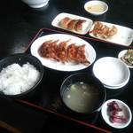 ぎょうざ亭 - 餃子定食ダブルのライス中(餃子1枚目)