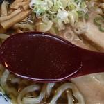 幸めん - エソ煮干し+数種の煮干しでWパンチ!スープは琥珀色の澄んだスープです。