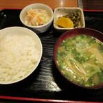 あらき - 料理写真:焼きそば定食の御飯茶碗は他の定食類より小さめ。