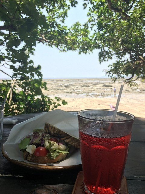浜辺の茶屋 - 海沿いの、テラス席