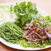 ラープ・ムーとパクチーのサラダ麺プレート