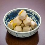 ピンクのヨイドレ鯨 - 小芋の煮つけ