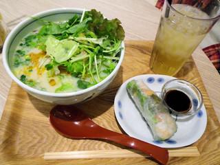 COMPHO コピス吉祥寺店 - 豆乳グリーンカレーフォー(780円)