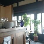タチカワ カフェ - 米穀商時代からの 大きな カウンター☆