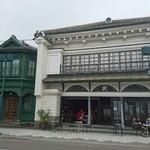 タチカワ カフェ - 蔵のような建物に洋風の装飾の   建物