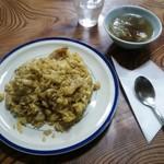 亀鶴食堂 - ドライカレー、スープ付きで¥650