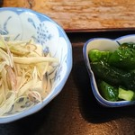 めしや天狗 - 天丼の小鉢、漬物