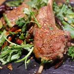 54987379 - 骨付きラム肉の北京スパイス香草塩焼き炒め 2000円
