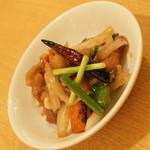 ティーヌン - ランチのプチビュッフェの『鶏肉と野菜のナッツ妙め 』2016年8月