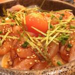 本鳥久 - 鶏ユッケ丼750円