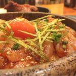 本鳥久 - 料理写真:鶏ユッケ丼750円